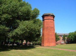 Вентиляционная башня, в парке между Кроун Стрит (Crown Street) и Переулком Смитдаун (Smithdown Lane). Фото: Дерек Харпер (Derek Harper)